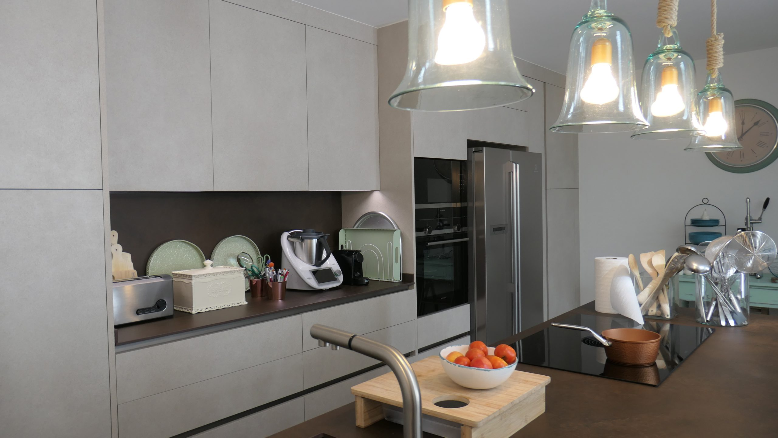 Cocina diseño acabado grises